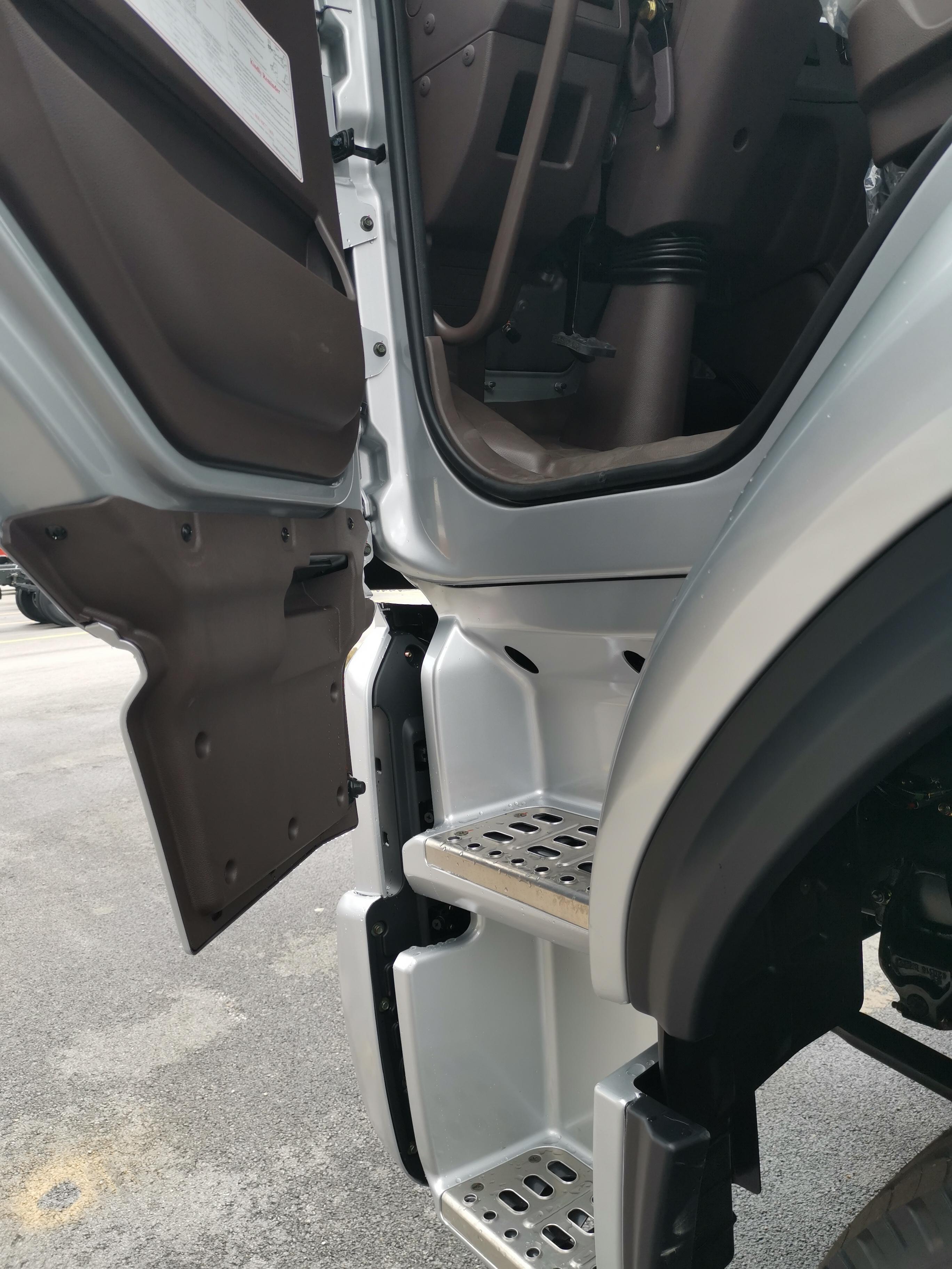 XE ĐẦU KÉO CHENGLONG H5 4X2 270HP