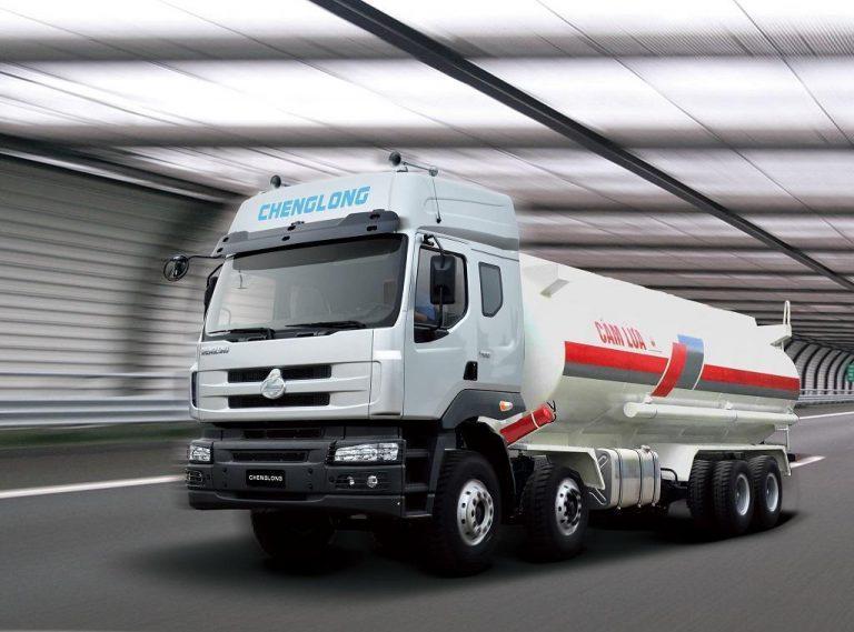 Xe xitec chở xăng dầu 310 HP 8×4
